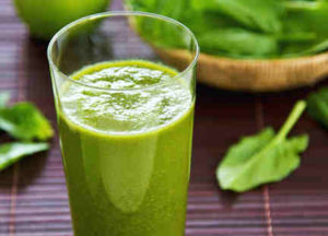 Spinach-and-apple-smoothie-detail
