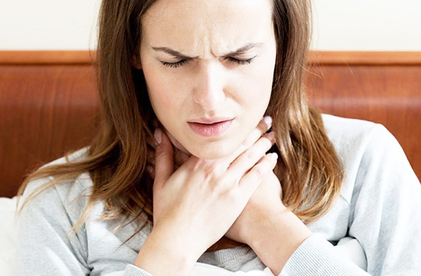how to stop a sore throat early